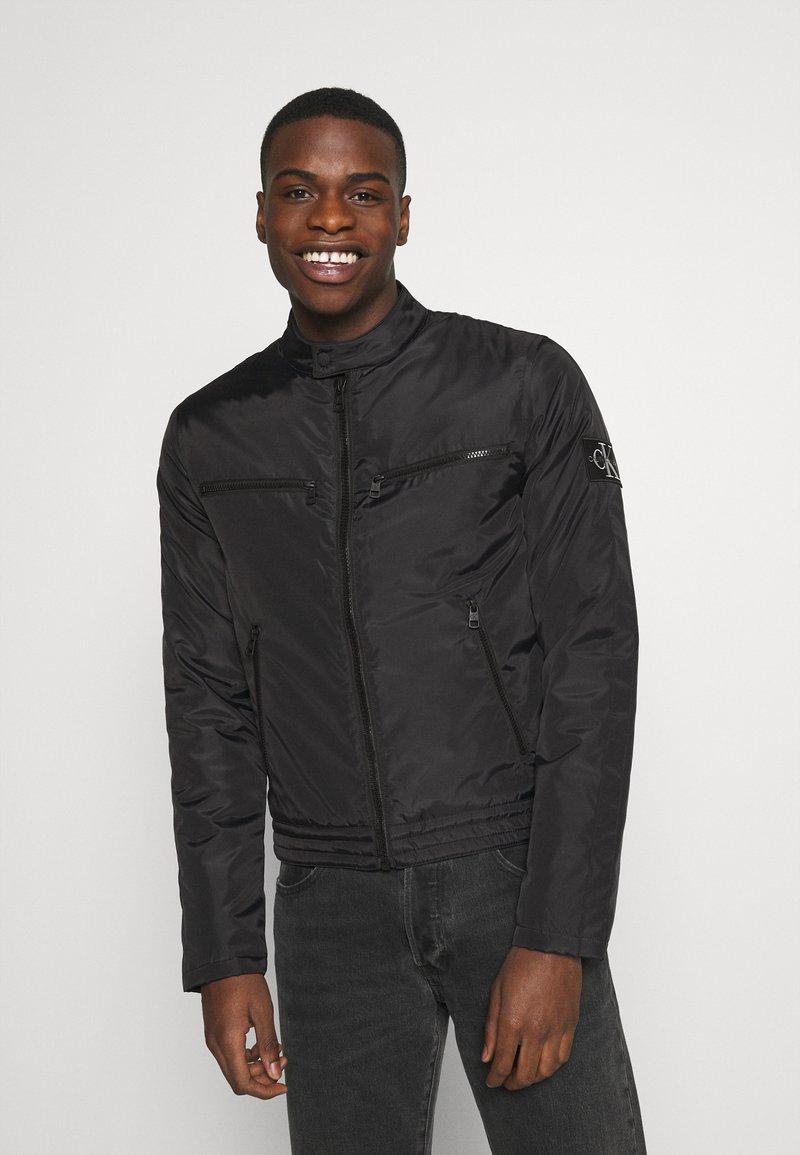 Calvin Klein Jeans - PADDED MOTO JACKET - Kurtka przejściowa - black