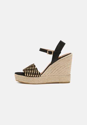 SOFIA - Platform sandals - schwarz/gold