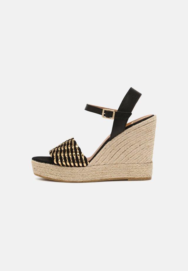 SOFIA - Sandalen met plateauzool - schwarz/gold