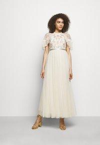 Needle & Thread - EMMA DITSY BODICE ANKLE MAXI DRESS - Společenské šaty - champagne - 0