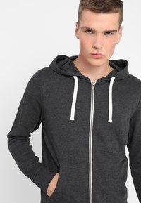 Jack & Jones - JJEHOLMEN - Zip-up hoodie - dark grey melange - 4