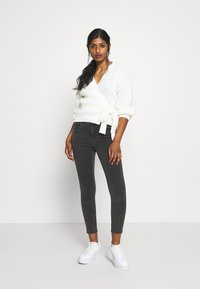 Missguided Petite - WRAP OVER TIE  - Cardigan - cream - 1