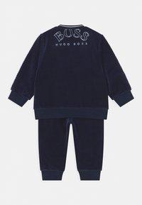 BOSS Kidswear - TRACK SUIT - Tracksuit - navy - 1