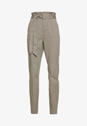 VMEVA LOOSE PAPERBAG PANT - Trousers - bungee