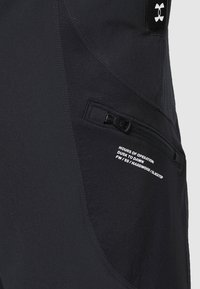 Under Armour - UA FUTURES WOVEN PANT - Pantalon de survêtement - black - 5
