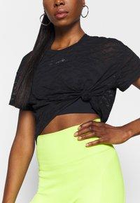 Good American - ZEBRA BURNOUT TEE - Print T-shirt - black - 3