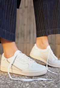 adidas Originals - CONTINENTAL 80  - Trainers - footwear white/chalk white/silver metallic - 4