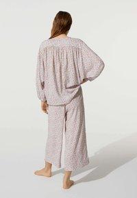 OYSHO - MIT BLÜMCHEN - Pyjama bottoms - beige - 2