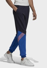 adidas Originals - SPRT ARCHIVE MIXED MATERIAL JOGGINGHOSE - Träningsbyxor - blue - 2