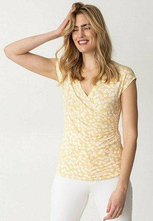 TAWNY - T-shirt con stampa - yellow