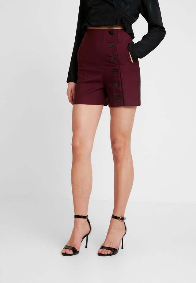 BUTTON DETAIL - Shorts - burgundy