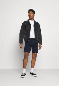 Jack & Jones - JJIDAVE 2 PACK - Shorts - navy blazer - 0