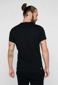 Lacoste Sport - BIG LOGO - Printtipaita - black/illumination - 2