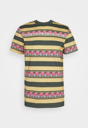 MONARCH STRIPE - Print T-shirt - camel