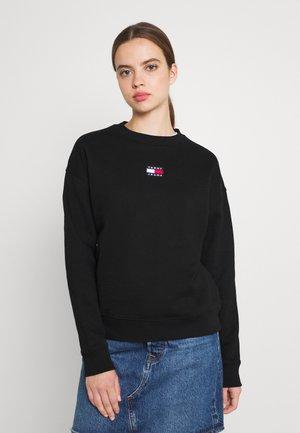 CENTER BADGE CREW - Sweatshirt - black