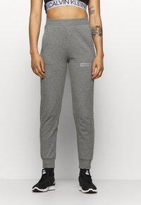 Calvin Klein Performance - PANT - Pantalon de survêtement - grey - 0