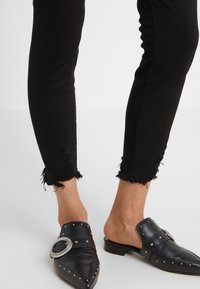 DL1961 - FARROW CROPPED - Jeans Skinny Fit - stockton - 3