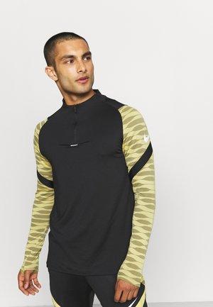 STRIKE21 DRIL - T-shirt sportiva - saturn gold/black/white