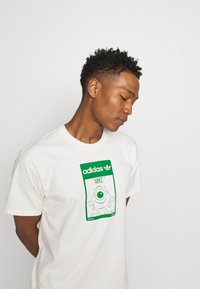 adidas Originals - MIKE WALT DISNEY ORIGINALS LOOSE - Print T-shirt - off-white - 4