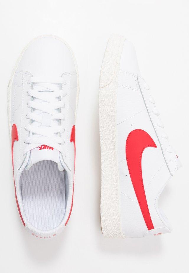 BLAZER - Trainers - white/university red/sail/light brown