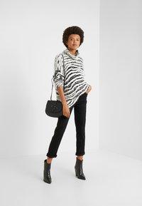 J Brand - ADELE MID RISE  - Straight leg jeans - vesper noir - 1