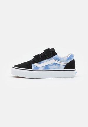 OLD SKOOL UNISEX - Zapatillas - blue coral/true white