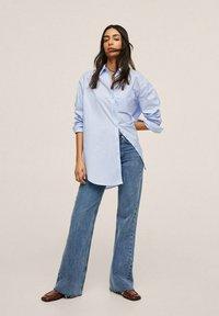 Mango - À POCHE - Button-down blouse - bleu ciel - 1