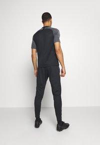 Nike Performance - AS ROM DRY PANT - Club wear - black/university gold/university gold - 2