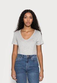 Anna Field Petite - 3 PACK V NECK  - T-shirt basic - black / white / light grey - 1