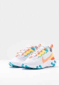 Nike Sportswear - REACT 55 - Baskets basses - football grey/hyper crimson/blue fury/laser orange/white - 4