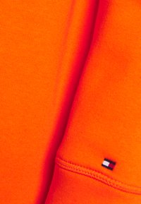 Tommy Hilfiger - HOODIE - Sweatshirt - princeton orange - 2