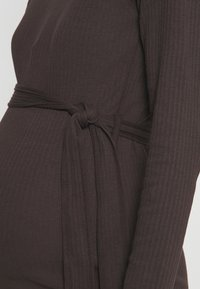 Missguided Maternity - MATERNITY RIB BELTED SIDE - Jumper dress - brown - 5