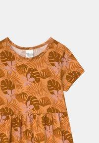 Fred's World by GREEN COTTON - SAFARI LAYER  - Jersey dress - mango - 2