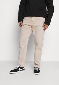 Carhartt WIP - NEWEL PANT PARKLAND - Straight leg jeans - dusty brown worn washed - 0