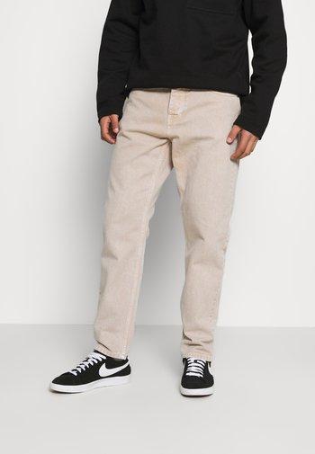 NEWEL PANT PARKLAND - Straight leg -farkut - dusty brown worn washed