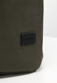 Spiral Bags - TRIBECA - Batoh - industry olive - 8