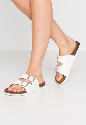 REX DOUBLE BUCKLE SLIDE - Domácí obuv - white