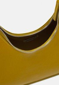 Monki - HAYDEN BAG - Håndtasker - khaki patent - 2