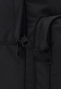 Calvin Klein Jeans - SEASONAL LOGO BACKPACK UNISEX - Rucksack - black - 4