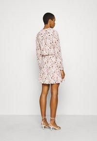 Esqualo - DRESS SMALL FLOWER  - Hverdagskjoler - off-white/light brown - 2