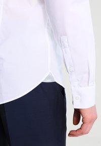 Michael Kors - PARMA SLIM FIT - Formal shirt - white - 4