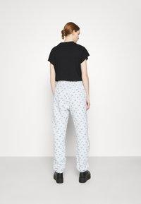Nike Sportswear - PANT - Spodnie treningowe - pure platinum - 2