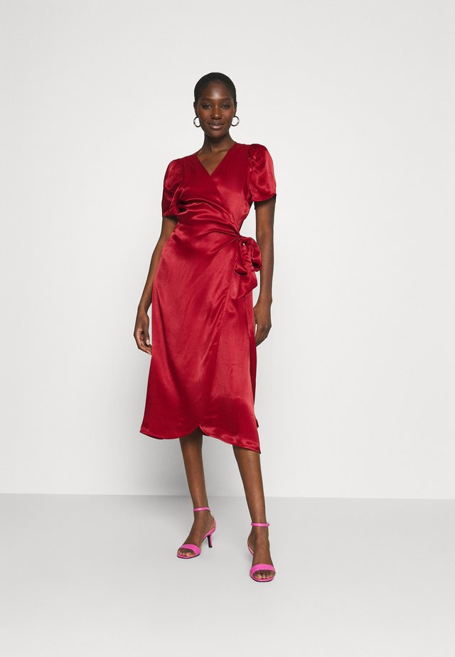 JULISSA WRAP DRESS - Cocktailkjoler / festkjoler - rubin red