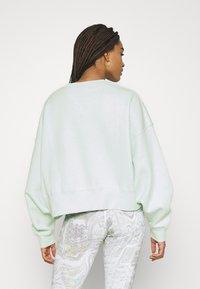 Nike Sportswear - CREW TREND - Sudadera - barely green/white - 2