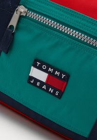 Tommy Jeans - HERITAGE DUFFLE - Weekend bag - green - 2