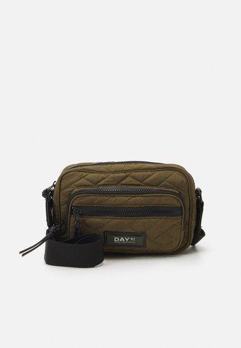 GWENETH TILES - Across body bag - dark olive