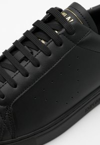 Emporio Armani - Sneakers basse - black/old gold - 3