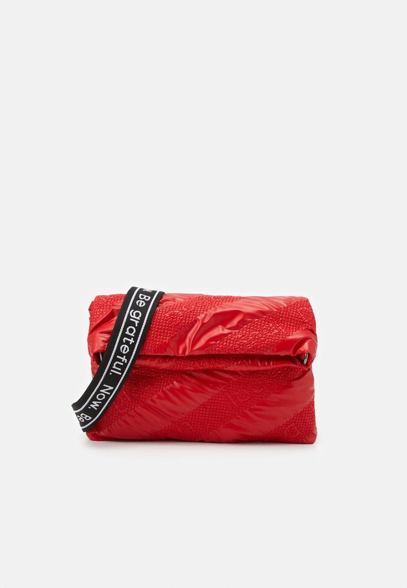 Desigual - BOLS TAIPEI MIAMI - Across body bag - rojo fresa