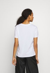 Pieces - PCAMORE SEQUINS TEE - Print T-shirt - white - 2