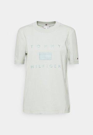 TONAL TEE  - T-shirt z nadrukiem - delicate jade